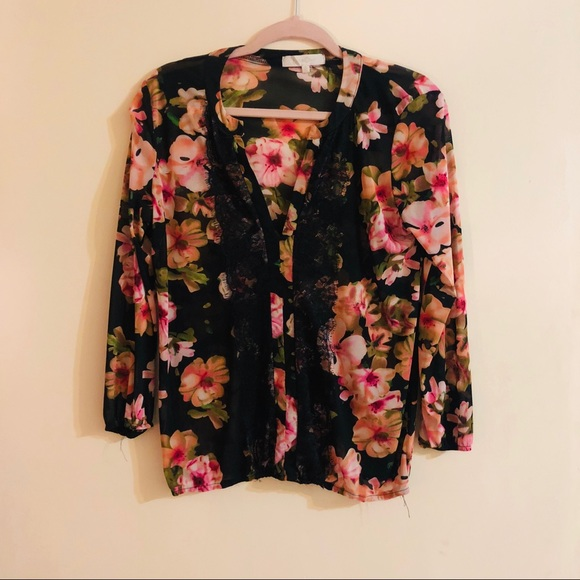 Tops - 💐Blouse with flowers 💐